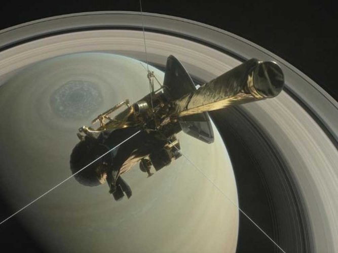Saturn's moon Titan sports Earth-like features