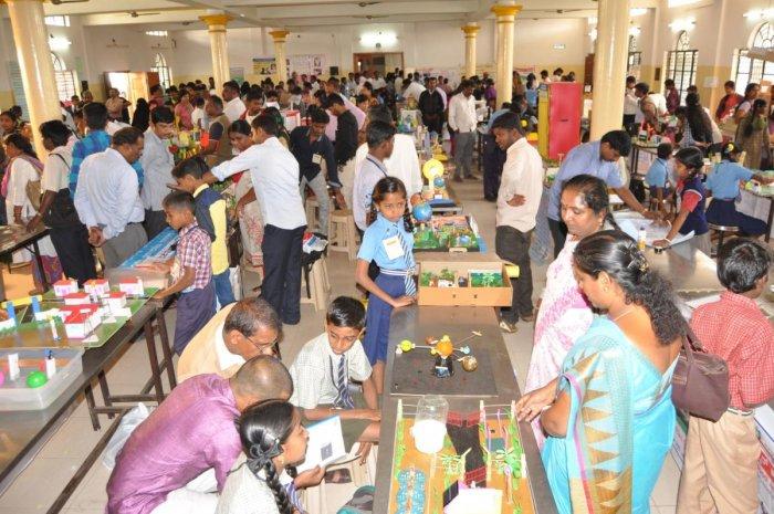 Mandya school students display interesting models at science expo