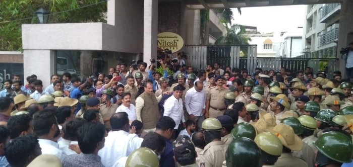 Congress leader Ivan D'soza scene at the protesters. (Photo/ Umesh R Yadav)