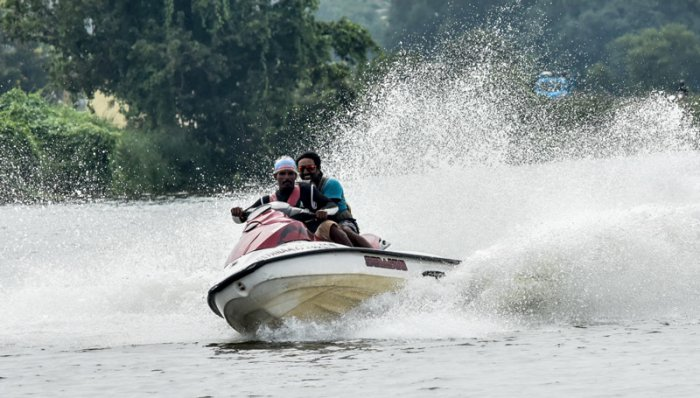During Dasara, the Youth Empowerment and Sports department and General Thimayya National Academy of Adventure used to conduct various water sports on Varuna Lake but this time, Dasara water sports will be shifted to KRS backwaters. (DH File Photo)