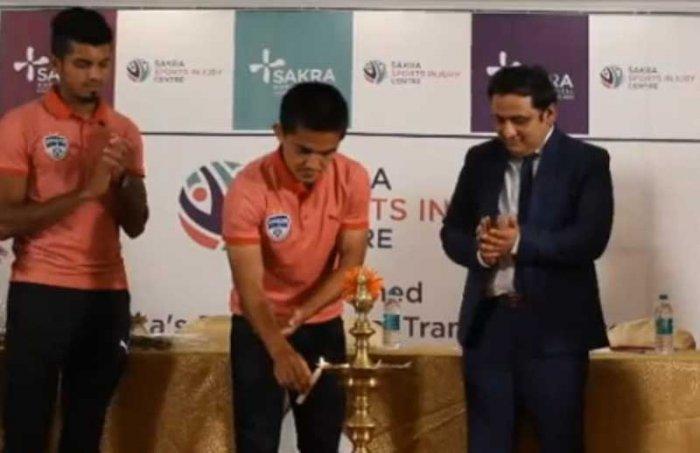 Sunil Chhetri inaugurates the sports injury centre at Sakra World Hospital.