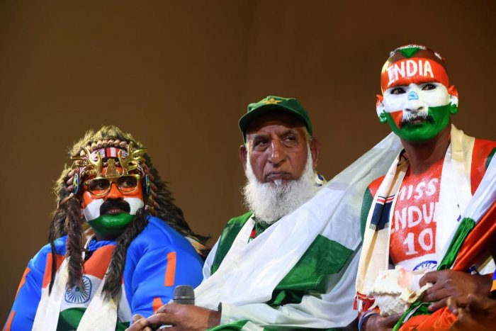 "Pakistan cricket fan ""Chacha Cricket"", AKA Chacha Sufi Jalil (C) and Indian cricket fan Sudhir Gautam (R) attend a super-fan event in Manchester on June 14, 2019, ahead of the India v Pakistan 2019 World Cup cricket match. (AFP)"