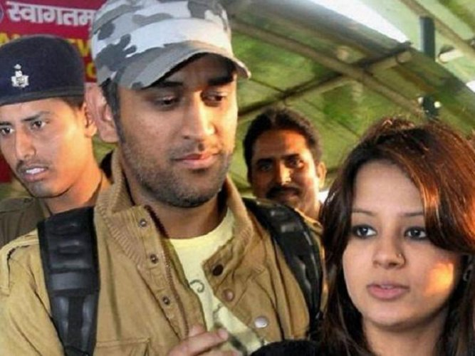 M S Dhoni with wife Sakshi Singh
