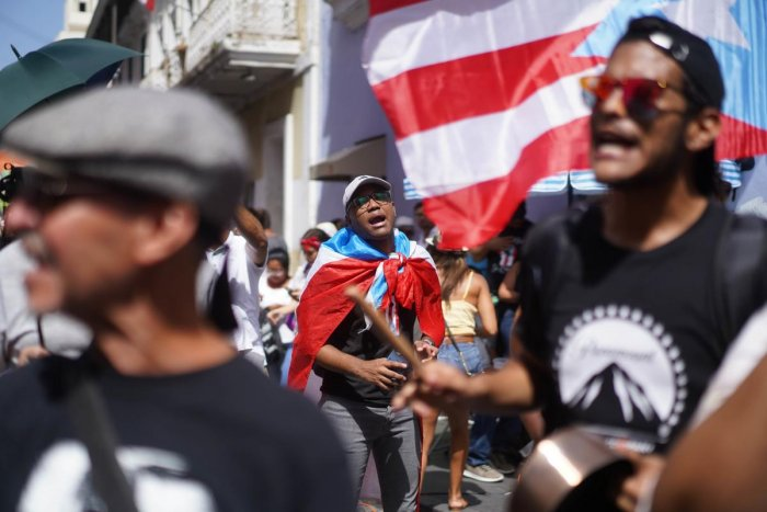 Demonstrators gather outside the Fortaleza Governor's mansion in Puerto Rico's Old San Juan demanding and expecting his resignation (AFP Photo)
