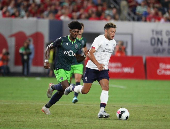Liverpool's Alex Oxlade-Chamberlain (R) and Therry Correia (L) of Sporting CP battle for the ball during their pre-season friendly at Yankee Stadium (AFP/Getty Images Photo)
