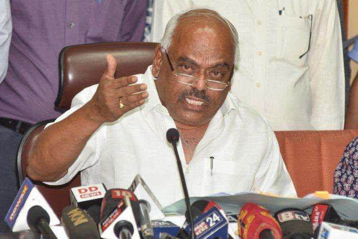 Karnataka Assembly Speaker KR Ramesh Kumar addresses a press conference in Bengaluru. (DH Photo)