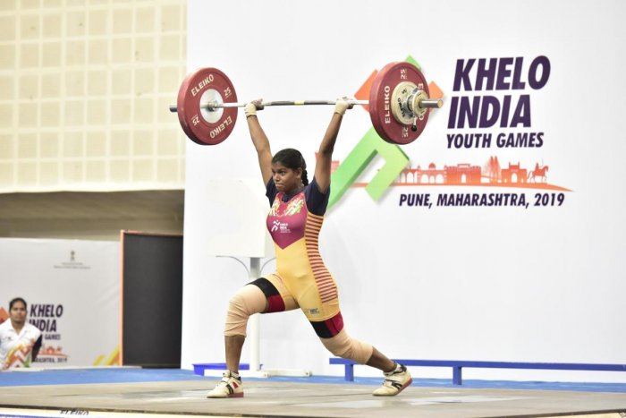 File picture of Akshata Kamati of Karnataka en route to the gold in the women's under-21 (71 kg) competitions at the Khelo India Youth Games. Photo credit: DH