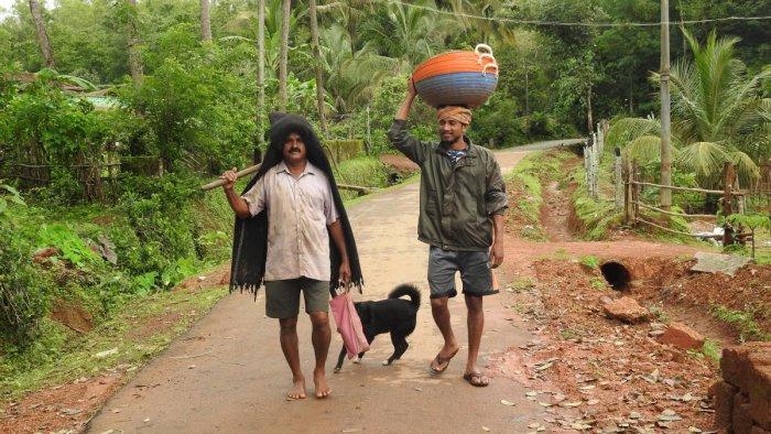 Launch service from Holebagilu in Tumari to cross the backwaters; the fish market at Honnavar; farmers near Honnemaradu in the Sharavathi backwaters. dh photos/ Anitha Pailoor