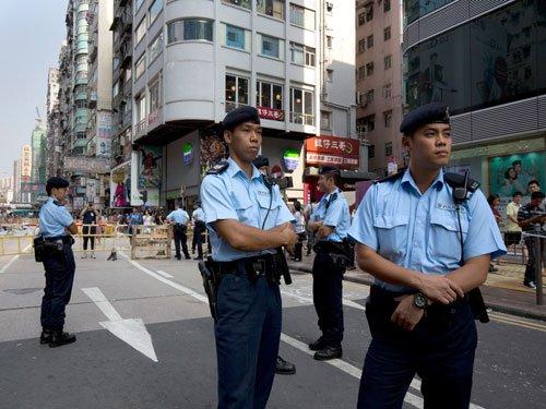 Hong Kong protests shrink after tumultuous week