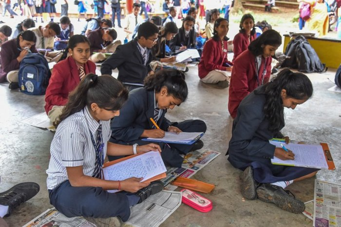 Students participated in Creative Writing, inter school computation organised by Deccan Herald Newspaper in Education (DHiE) at Bal Bhavan, Cubbon park in Bengaluru. (DH Photo)