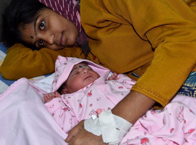 Shashikala with her baby born on the first day of the New Year at a BBMP maternity hospital in Rajajinagar. (DH Photo/B H Shivakumar)