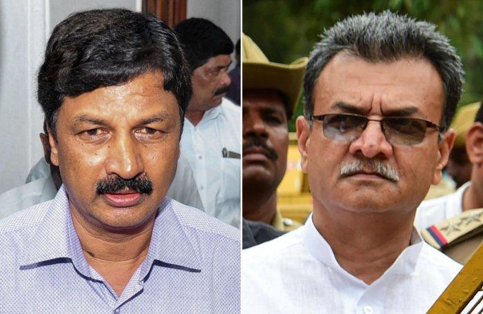 Ramesh Jarkiholi and Mahesh Kumathalli. (PTI)