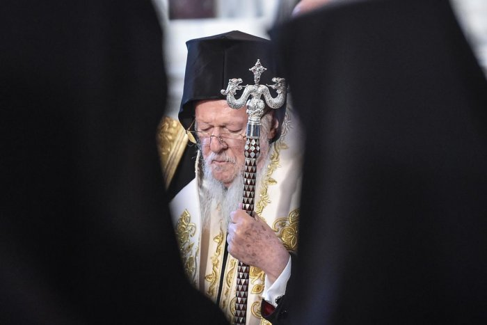 Ecumenical Patriarch Bartholomew I prays at the Hagia Triada Greek Orthodox church on September 1, 2018 in Istanbul, during the meeting (synaxis) of the Hierarchy of the Ecumenical throne. - Ecumenical Patriarch Bartholomew I on August 31, 2018 hosted Russian Orthodox Patriarch Kirill in Istanbul for hugely unusual talks focused on whether Ukraine will get an independent church, a move strongly opposed by Moscow. AFP