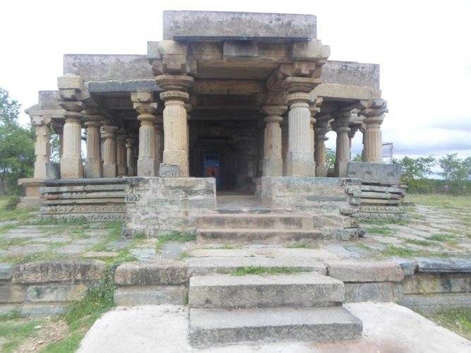 Yoganarasimha Temple in Baggavalli village near Ajjampura which was built during the Hoysala period is in a deplorable condition due to the negligence of the concerned officials.