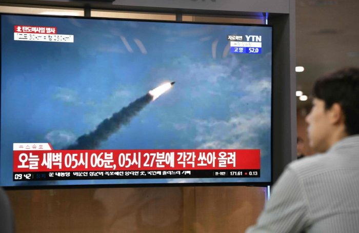 A man watches a television news screen showing file footage of a North Korean missile launch, at a railway station in Seoul (AFP Photo)