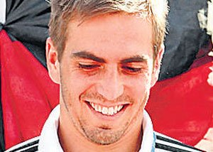 Lahm quits international football to stun Germany