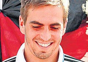 Lahm quits international football to stun Germany
