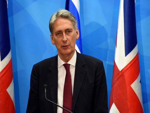 Britain eases warnings on travel to Iran