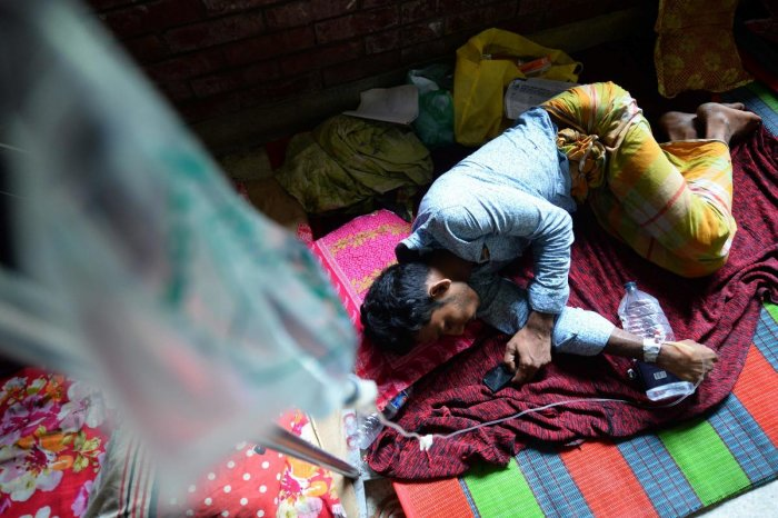Bangladesh is grappling with its worst outbreak of dengue fever, with hospitals packed with patients as the disease spreads rapidly in the densely-populated country. (AFP Photo)