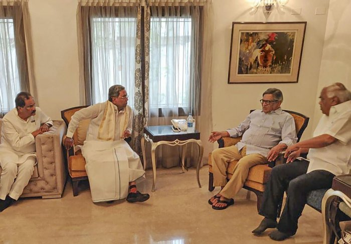 Former Karnataka chief minister and Congress veteran Siddaramaiah meets former external affairs minister SM Krishna in Bengaluru, Tuesday, July 30, 2019. Krishna's son-in-law and Cafe Coffee Day founder V G Siddhartha has been missing since Monday. (PTI P