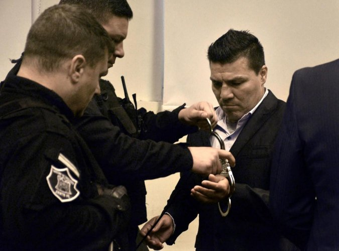In this handout photo released by Telam, Argentine former boxer Carlos Baldomir (R) have his handcuffs removed at a court in Santa Fe, Argentina on July 31, 2019. (AFP PHOTO / TELAM / EL LITORAL / Guillermo SALVATORE)