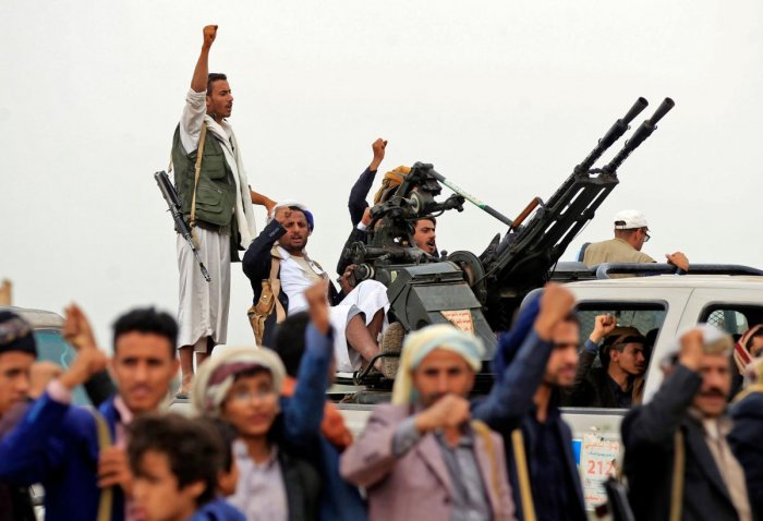 Tribal gunmen loyal to the Yemeni Huthi movement gather to show their support to the Shiite fighters against the Saudi-led intervention, in the Rahabah district, north of the capital Sanaa, on August 1, 2019. (Photo by AFP)