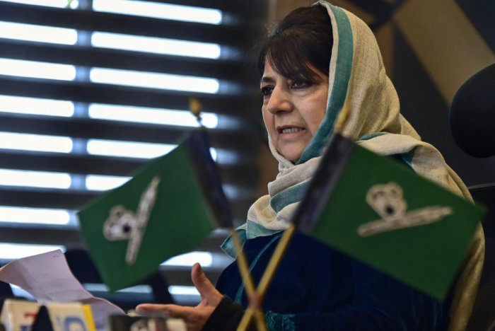 Srinagar: Former chief minister and Peoples Democratic Party (PDP) president Mehbooba Mufti addresses a press conference in Srinagar, Monday, December 31, 2018. ( PTI Photo/S Irfan) (PTI12_31_2018_000046A)
