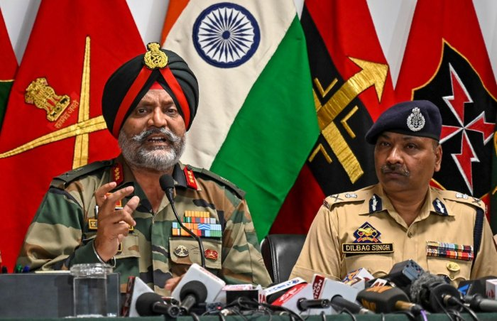 Indian Army General Officer Commanding (GOC) 15 Corps K.J.S. Dhillon (L) speaks next Police Chief Dilbagh Singh during a press conference at the Army headquarters in Srinagar on August 2, 2019. (Photo by AFP)