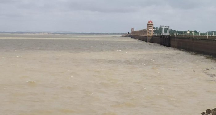 Tungabhadra reservoir near Hosapete has only 31 tmc ft water leaving the farmers of the basin worried. DH FILE PHOTO