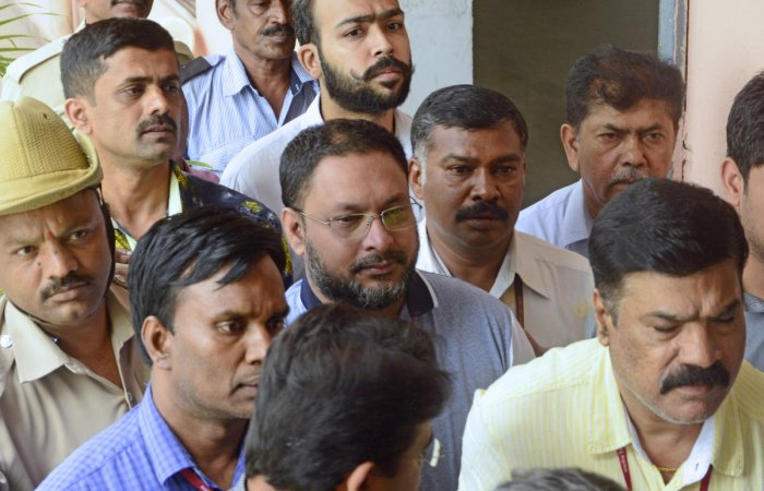 Mohammed Mansoor Khan (centre) being produced before a court in Bengaluru in July. DH FILE PHOTO