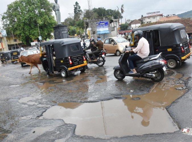 The condition of the road near SAI Hockey Maidan in Madikeri.