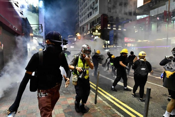 Protesters gather in the Causeway Bay MTR station in Hong Kong (AFP Photo)
