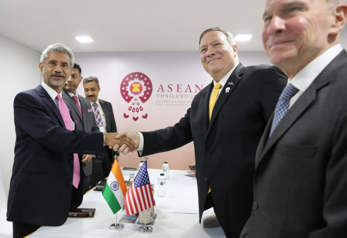 US Secretary of State Mike Pompeo meets with India's Foreign Minister Subrahmanyam Jaishankar on the sidelines of the ASEAN Foreign Ministers' Meeting in Bangkok, Thailand, August 2, 2019. (REUTERS/Jonathan Ernst/Pool)