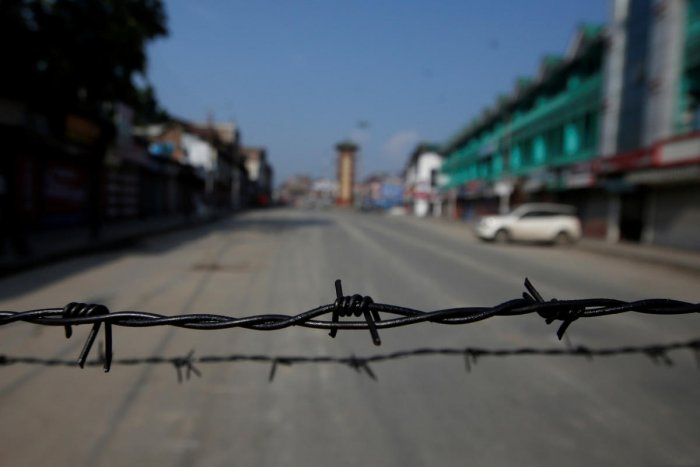 Barbed wire is seen laid on a deserted road during restrictions in Srinagar on August 5, 2019. (REUTERS)