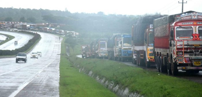 Trucks stranded near at Belur near Dharwad on National Highway-4 as following ban on movement of vehicles from Kolhapur, on Tuesday. DH Photo