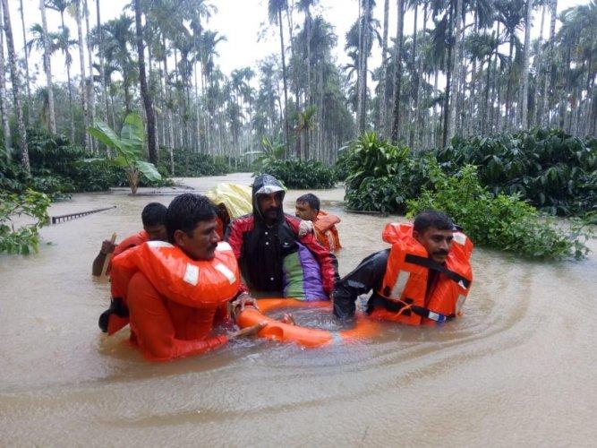 NDRF personnel rescue stranded villagers in Gonikoppa in Virajpet taluk of Kodagu. DH photo
