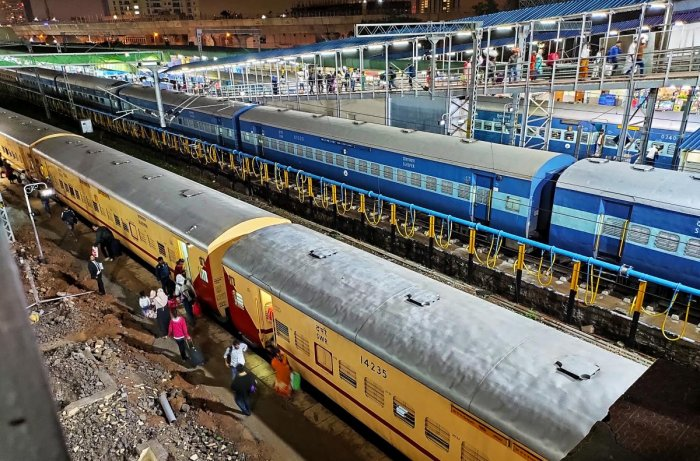 Heavy rain showers in North Karnataka and North India, causing train services were cancelled, at Yashavanthapura railway station in Bengaluru on Thursday. Photo/ B H Shivakumar