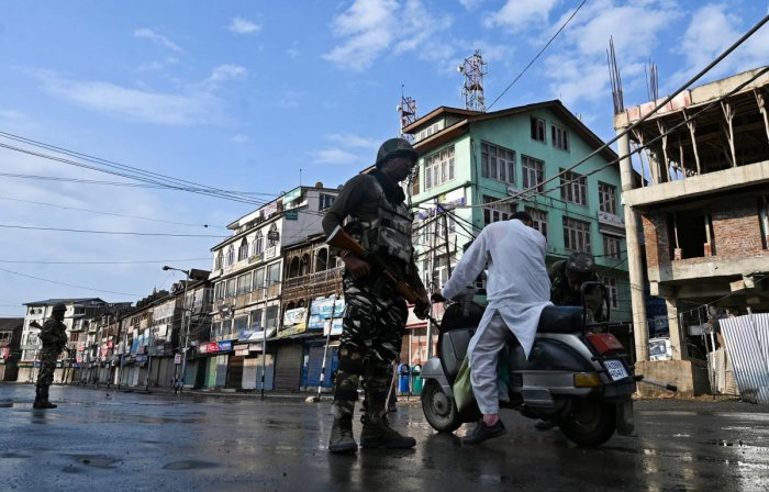 A security personnel stops a motorist to check during a curfew in Srinagar on August 8, 2019, as widespread restrictions on movement and a telecommunications blackout remained in place after the Indian government stripped Jammu and Kashmir of its autonomy