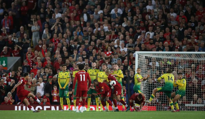 Liverpool's Trent Alexander-Arnold takes a free-kick. (Reuters/Carl Recine)