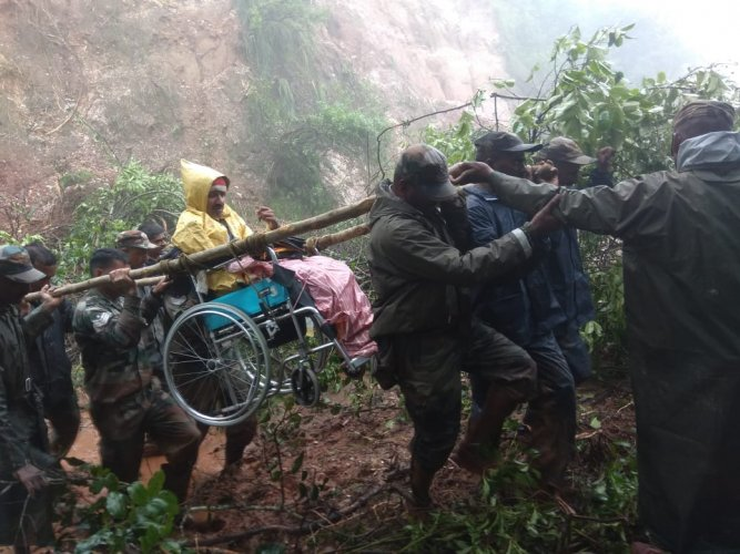 Troops from the Madras Engineers Group evacuate Narayan Gowda, a 48-year-old resident from Alehkhan, who was trapped under a tree for 36 hours in Chikkamagaluru District on 11 August 2019.