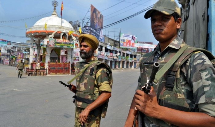 FILE PHOTO: Soldiers stand guard on a deserted street during a curfew in Muzaffarnagar, 127 km (80 miles) northeast of New Delhi, in the state of Uttar Pradesh September 9, 2013. REUTERS/Stringer/File Photo