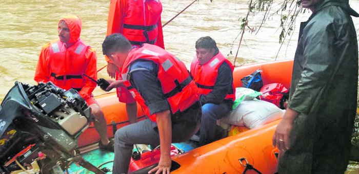 Deputy Commissioner Sasikanth Senthil on Sunday visited Anaru village in Belthangady, where a connecting bridge was washed away in the flood.