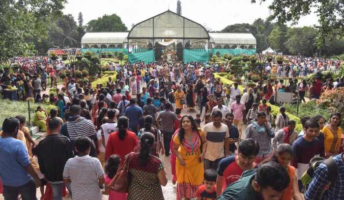 Visitors throng Lalbagh on Sunday. DH photo/S K Dinesh