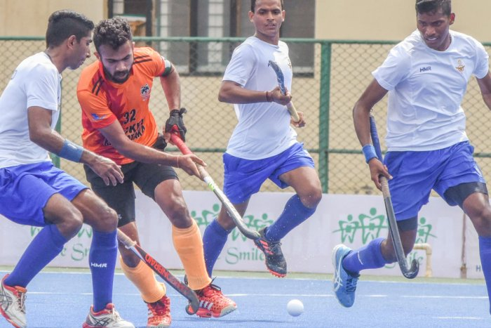 Karnataka eked out a close 2-1 win over Indian Air Force, Delhi at the ongoing Dolo-650 Bangalore Cup All India Hockey Tournament (Men). (DH Photo)