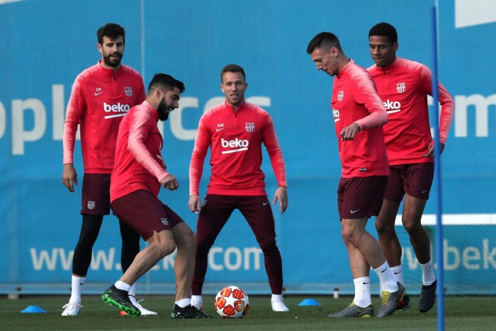 GEARING UP: Barcelona's Gerard Pique (from left), Luis Suarez, Arthur, Clement Lenglet and Jean-Clair Todibo during a training session. Reuters