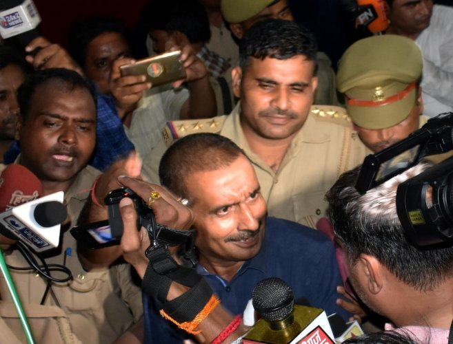 Sitapur: The main accused in Unnao rape scandal BJP MLA Kuldeep Singh Sanger being shifted from Sitapur prison to appear before Delhi court, Sunday, Aug03, 2019. (PTI Photo) (PTI8_4_2019_000199A)