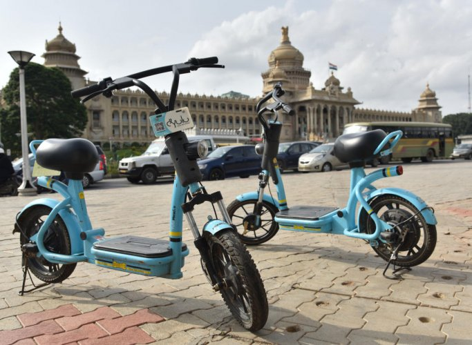 For DH Story of Yulu, E bike in front of Vidhana Soudha in Bengaluru on Monday, 12 August, 2019. Photo by Janardhan B K