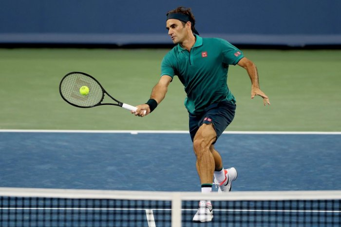 Roger Federer of Switzerland returns a shot to Juan Ignacio Londero of Argentina during the Western & Southern Open at Lindner Family Tennis Center in Mason, Ohio. (AFP Photo)