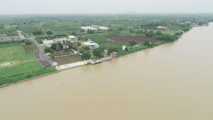 With water levels at Prakasam barrage on Krishna River increasing from inflows from Pulichintala, the Andhra Pradesh government on Wednesday morning started fortifying the bunds near former chief minister Nara Chandrababu Naidu's residence on the riverbank.
