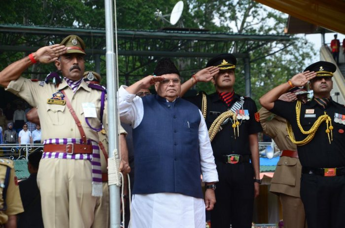 Satya Pal Malik (C), governor of Jammu and Kashmir state, salutes during a ceremony to celebrate India's 73rd Independence Day, which marks the end of British colonial rule, in Srinagar on August 15, 2019. (Photo by STR / AFP)